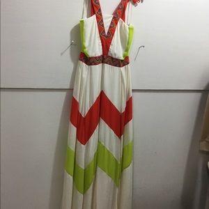 Ladies NWT size medium maxi dress